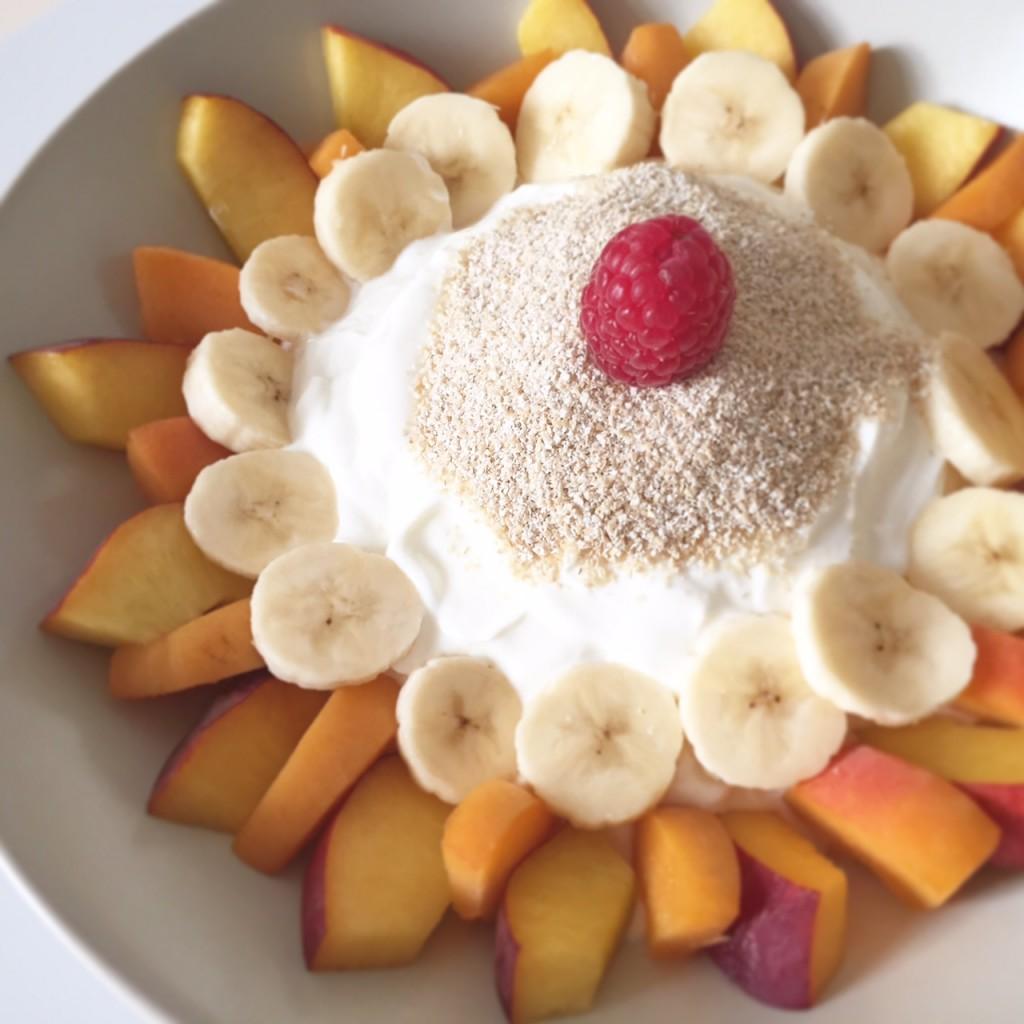 Haferkleie mit Obst und Quark