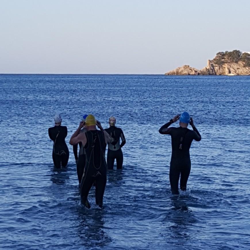 Neoschwimmen im Triathlon Trainingslager