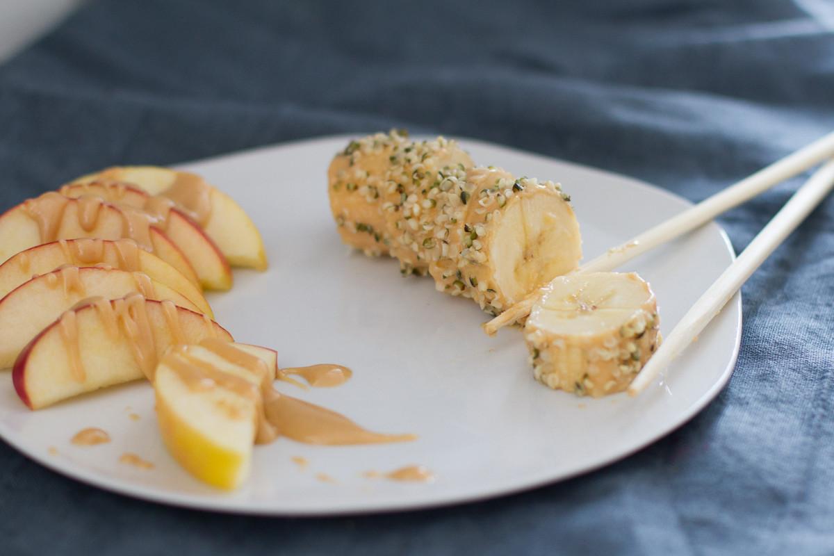 Bananen-Sushi mit Nussmus