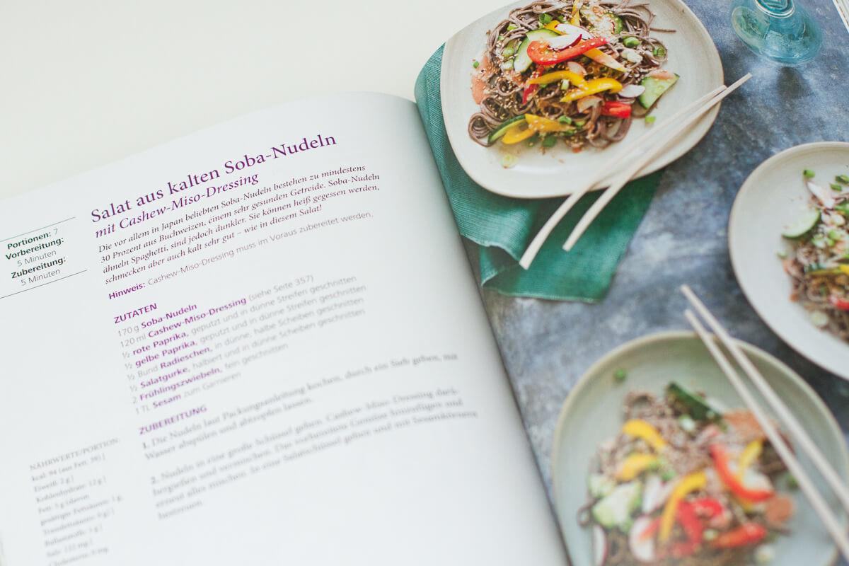 Tosca Reno - Eat-Clean-Kochbuch Rezept Salat auf kalten Soba Nudeln