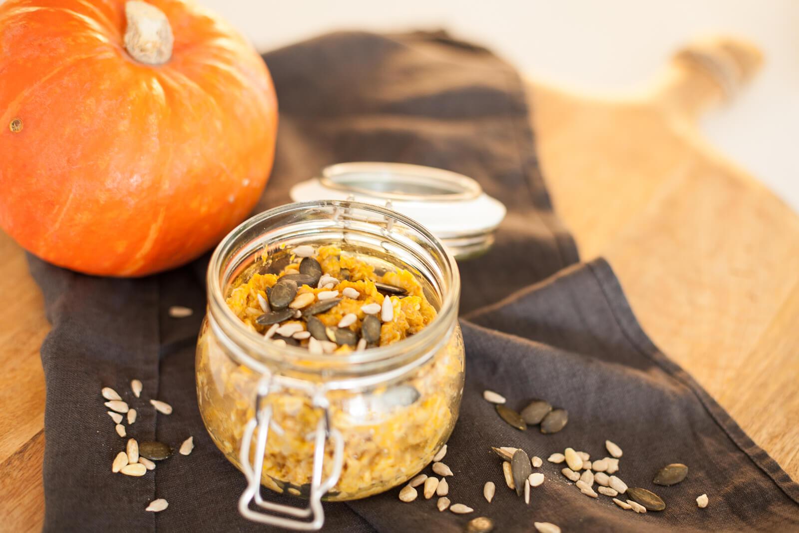 Start your day orange: warmer Kürbis-Porridge