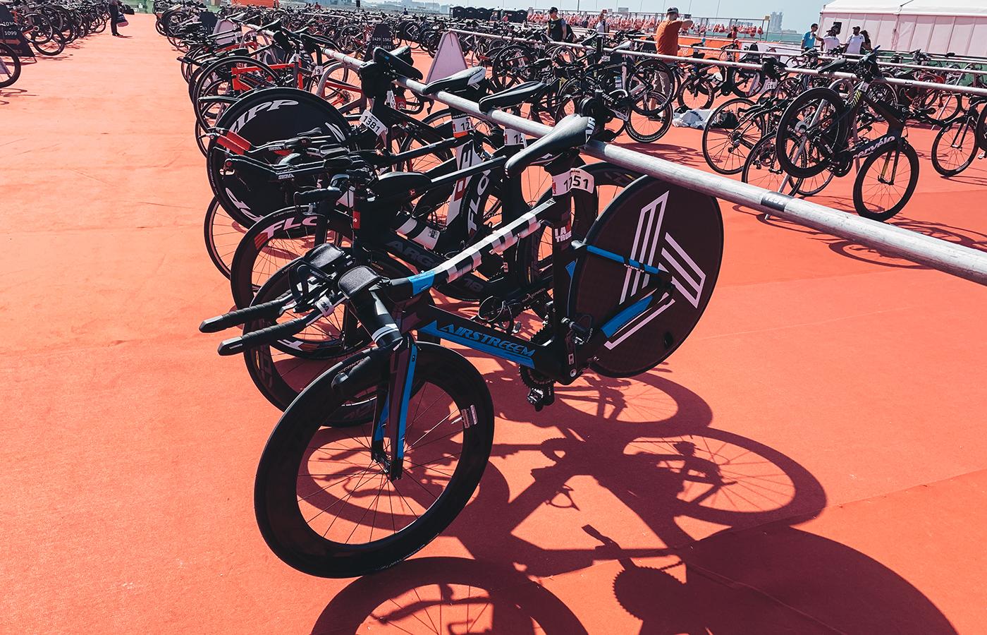Hochprofilfelge und Scheibe im Wettkampfrad. Hier beim IRONMAN 70.3 in Dubai