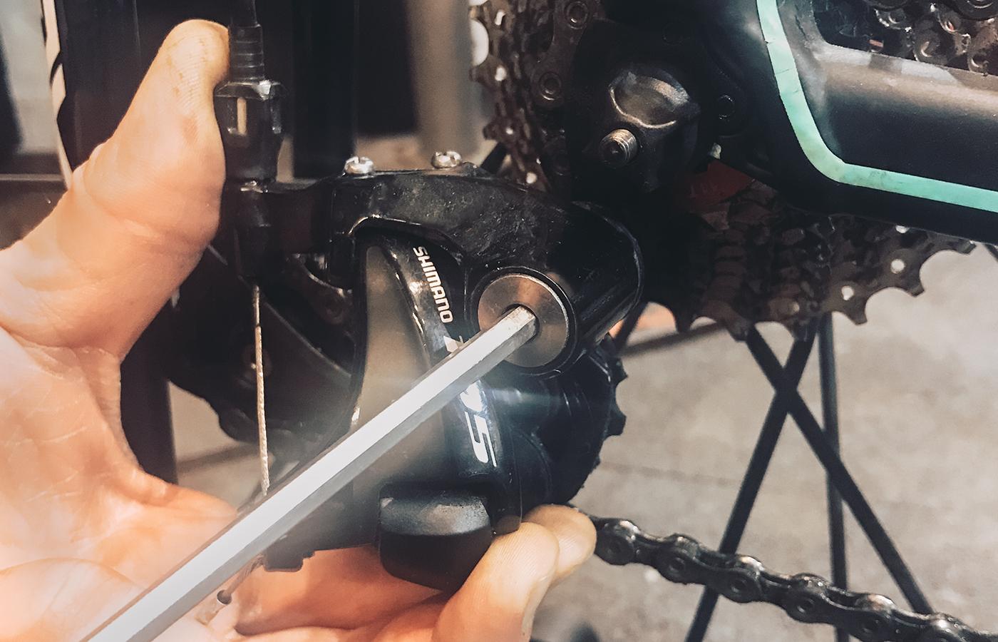 Den empflindlichsten Part des Rads am besten abschrauben und einpacken: das Schaltwerk.