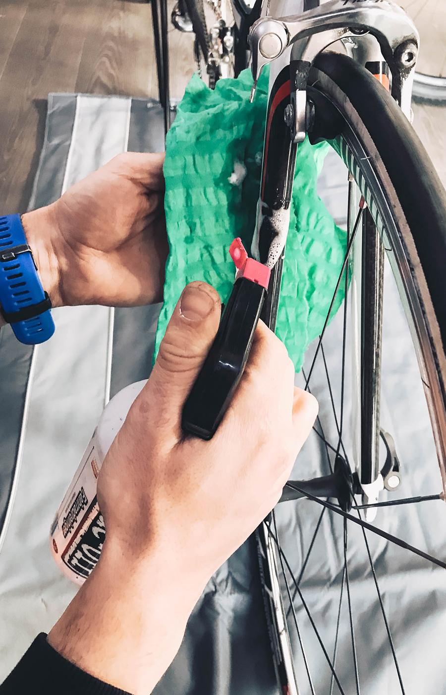 Mit dem Fahrradreiniger könnt ihr alle Oberflcähen abwischen