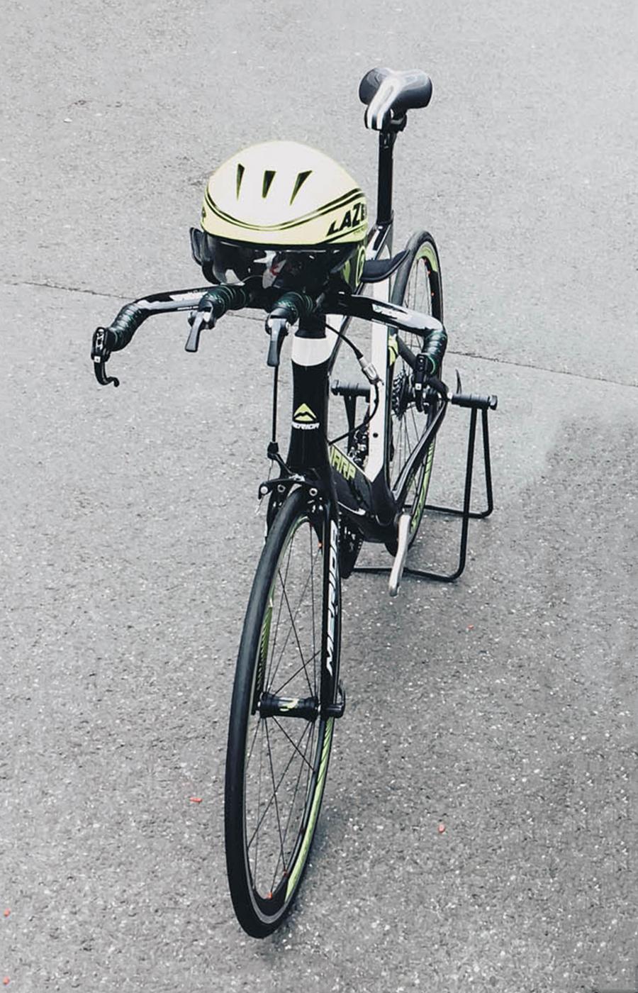 Victor Aero-Helm von Lazer mit vielen aerodynamischen Eigenschaften
