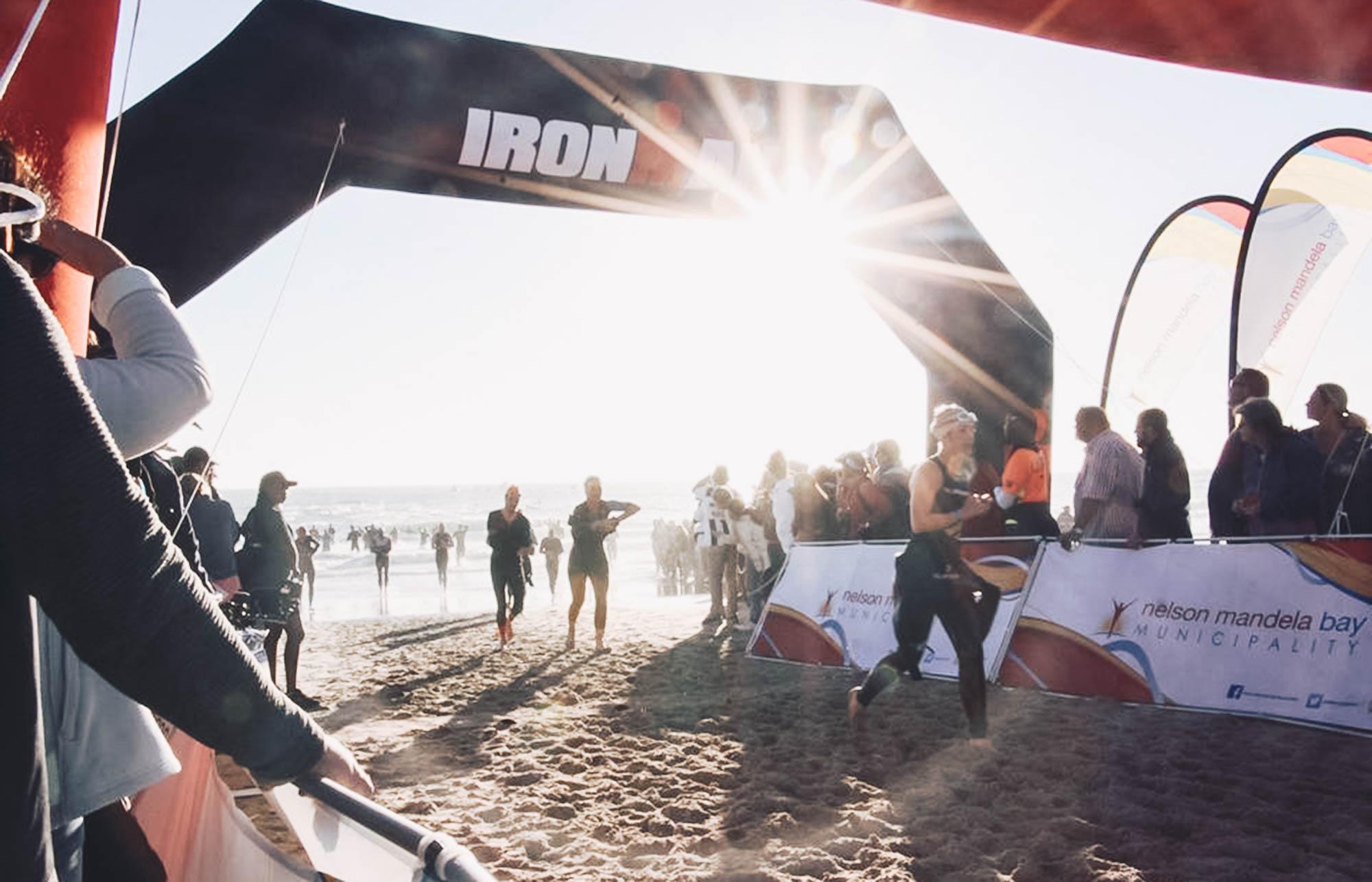 Schwimm-Finish beim IRONMAN Südafrika