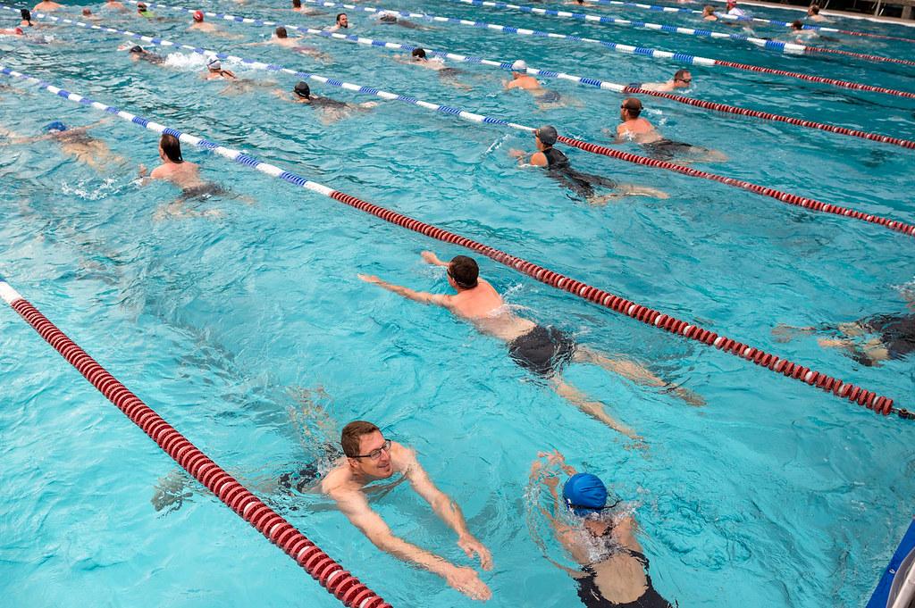 Beim ersten Triathlon wird Brust geschwommen. Quelle: 10 Freunde Team Triathlon