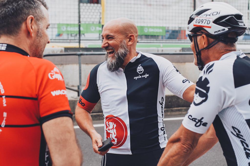 Die Stimmung ist gut: Team cycle café bei Rad am Ring 2019